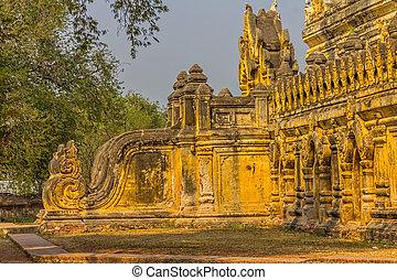 Maha Aungmye Bonzan, Mandalay - The Maha Aungmye Bonzan...