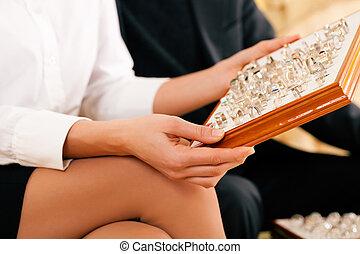 couple, anneau, bijoutier, choisir