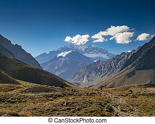 Aconcagua in the Evenging - A trekking trip to the Plaza...