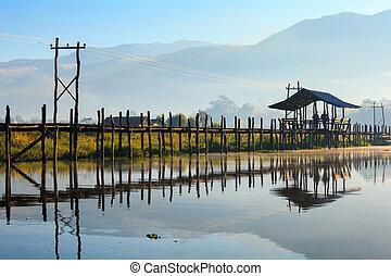 Maing Thauk Bridge, Inle Lake, Shan State, Myanmar. - Maing...