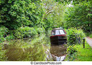 Boat on canal. Oxford, England - Narrowboat on the Oxford...