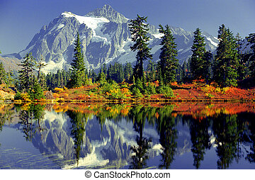 mirror lake - Mirror Lake at Mount Baker, Wa. in autumn with...
