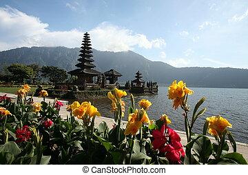 ASIA INDONESIA BALI LAKE BRATAN PURA ULUN DANU TEMPLE - the...