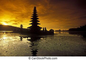 ASIA INDONESIA BALI LAKE BRATAN PURA ULUN DANU TEMPLE - the...