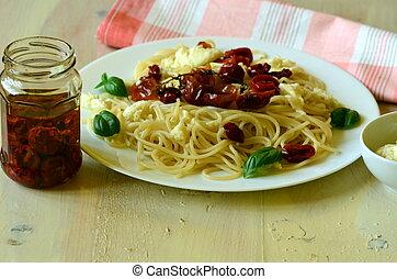 Spaghetti with mozzarella