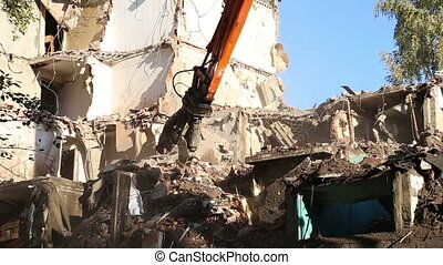 Demolition of an old house - Hydraulic crusher excavator...