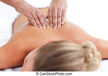 atraente, mulher, tendo, costas, massagem