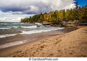 Moody Lake Superior - Wind and waves on the beautiful...