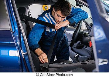 mecánico, Examinar, coche, asiento, cinturón,