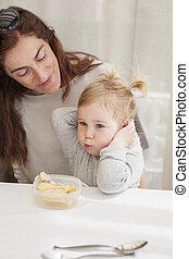 bebé, comida, De, tupperware, con, madre,