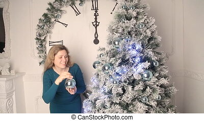 Girl dress up Christmas tree - Girl costs about silver...