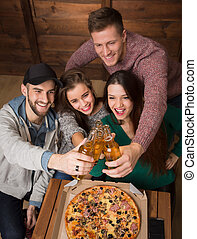 Happy friends resting with alcohol drinks in pizzeria -...