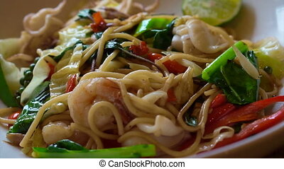 thai fusion drunken spicy noodle - cooking thai fusion...