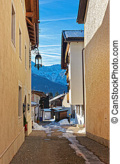 Cozy narrow street of Garmisch-Partenkirchen in winter -...