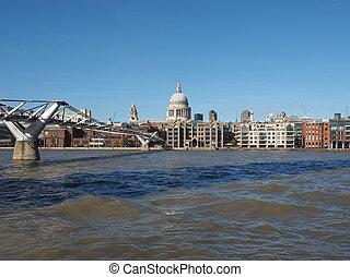 Millennium Bridge in London - Millennium Bridge over River...