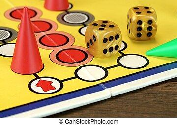 ludo, o, Parchis, juego, tabla, con, juego, figuras, y, dos,...