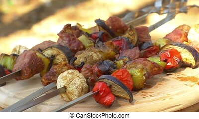 Gourmet barbecue on wooden chopping board, rotation -...