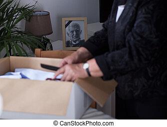 Widow packing stuff - Elderly widow packing stuff to the box...