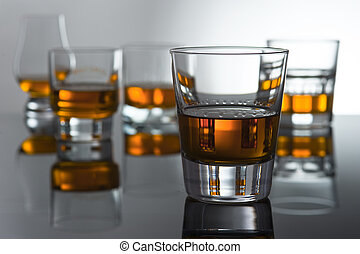 Play of light and colours in glasses for whisky with reflexion