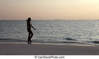 Silhouette of woman against a sunset at ocean - Silhouette...