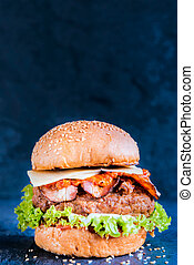 Juicy beef burger - Beef burger in the bun with bacon and...