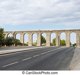 Oud Roman aquaduct in Evora. - Oud Roman aquaduct in Evora...