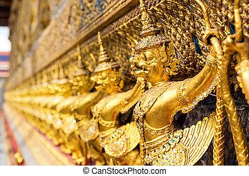Wat Po Temple - Golden statues in Wat Po, Thailand
