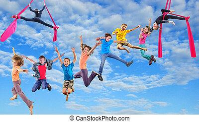 feliz, Saltar, cielo, niños, bailando