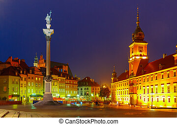 Castle Square at night in Warsaw, Poland - Royal Castle and...