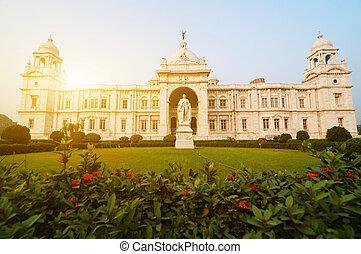 Landmark building Victoria Memorial in India - Front garden...