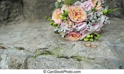 Wedding rings and wedding bouquet. - Wedding rings and...