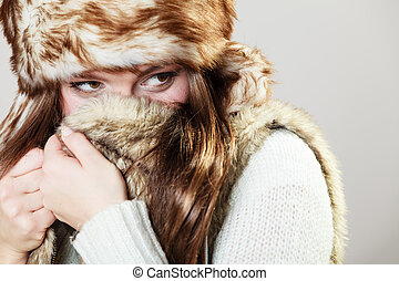 Attractive woman in fur cap - Winter female fashion Portrait...
