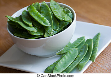 Mangetout - Fresh mangetout in a bowl
