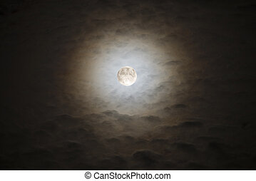 Bright Moon Rising - Moon and Clouds 20 minutes before the...
