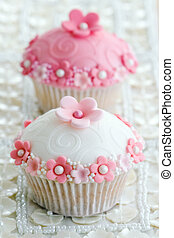 Wedding cupcakes decorated with a pink and white theme