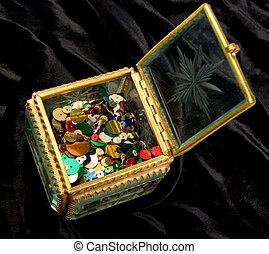 Little box with color beads on black velvet - Glass little...