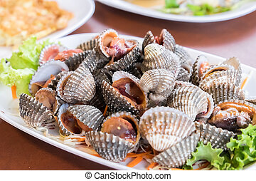 Grilled cockle in Thai seafood style.