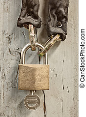 Hanging closed bicycle lock with chain