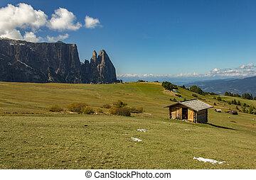 Solitudine in montagna - Panorama dello dolomiti italiane.