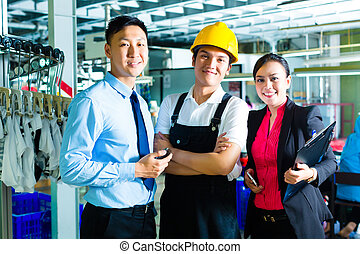 Worker, Production manager and owner in factory - Chinese...