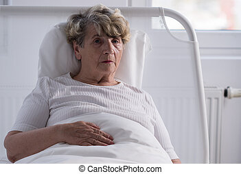 Woman with tumor in hospice