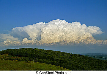 Cumulo-nimbus - A cumulo-nimbus 'anvil' developing over the...
