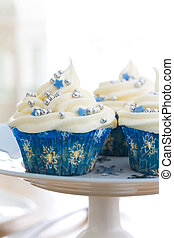Cupcakes with a winter theme, on a cakestand
