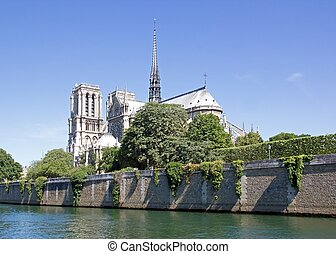 Notre Dame, seen from the opposite