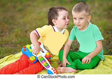 Stående, sommar, två, Pojkar, utomhus