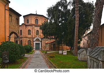 Frontale Basilica di San Vitale - Foto scattata di fronte...