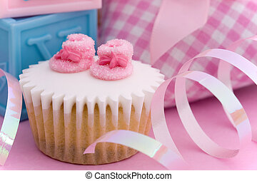 Cupcake for a baby shower - Mini cupcake decorated with tiny...