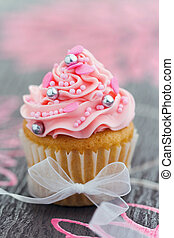 Pink cupcake - Pretty pink cupcake tied with an organza...