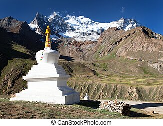view of Nun Kun Range with buddhist prayer flags - Great...
