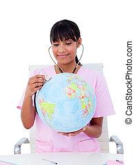 Retrato, femininas, doutor, examinando, terrestre, globo